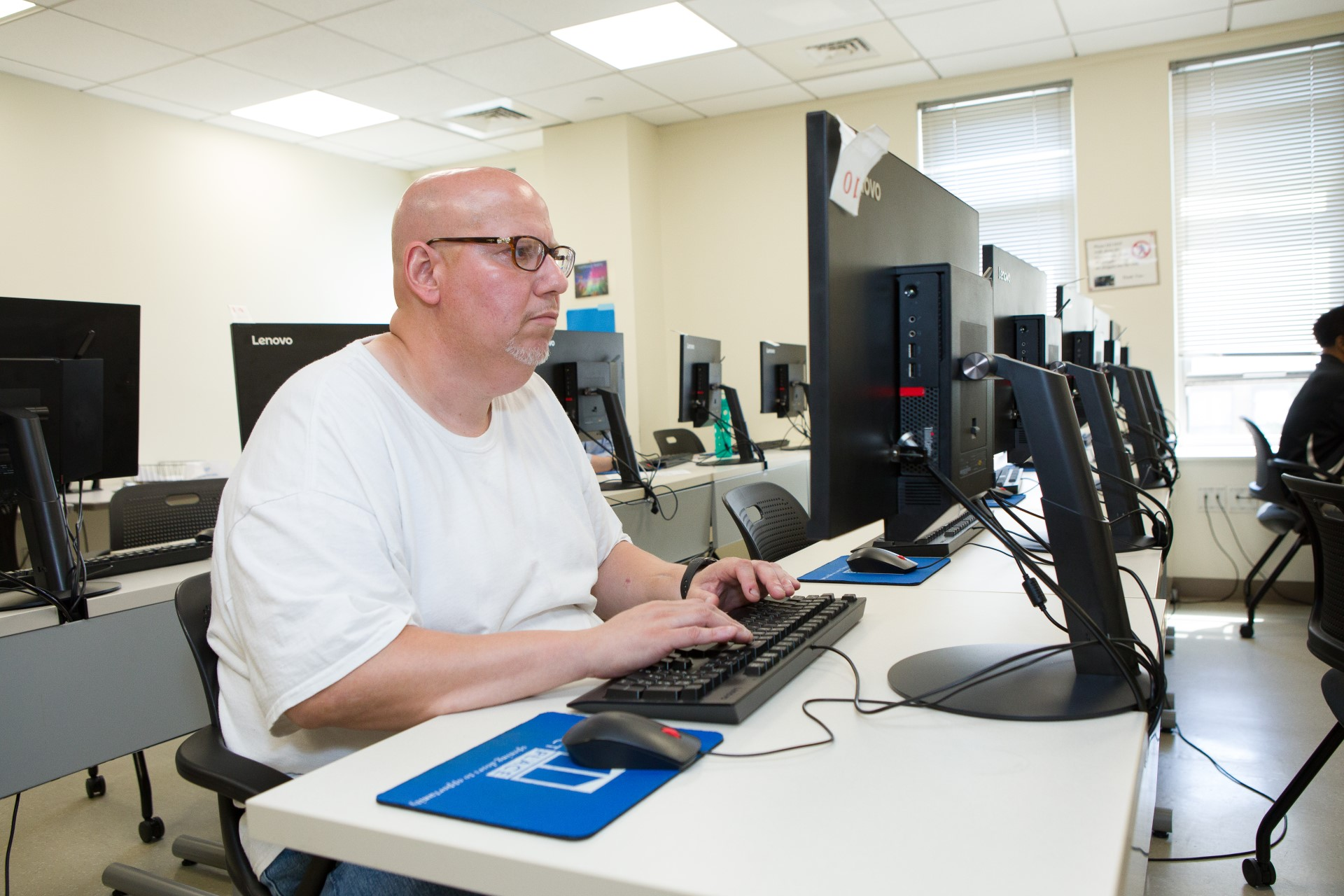 a client working in the computer lab